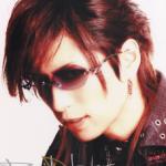 Gacktのサングラスのブランド名は「Darts」?