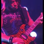 松本孝弘のギターモデル一覧(コレクションとストラップ)。ギブソン・レスポールがメイン愛器?(シグネチャーモデル画像・動画)