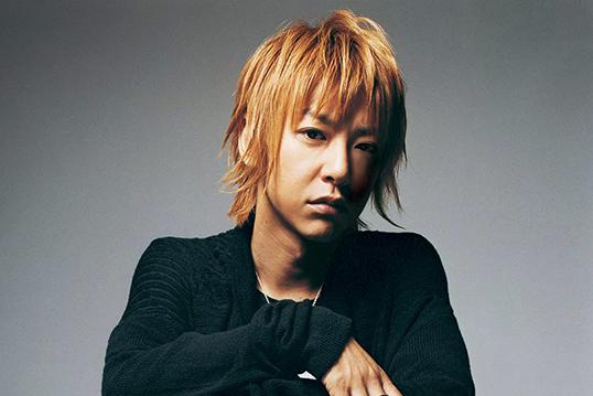 JIROの現在の髪型・ファッションと若い頃。黒髪の私服や初期のショートと衣装